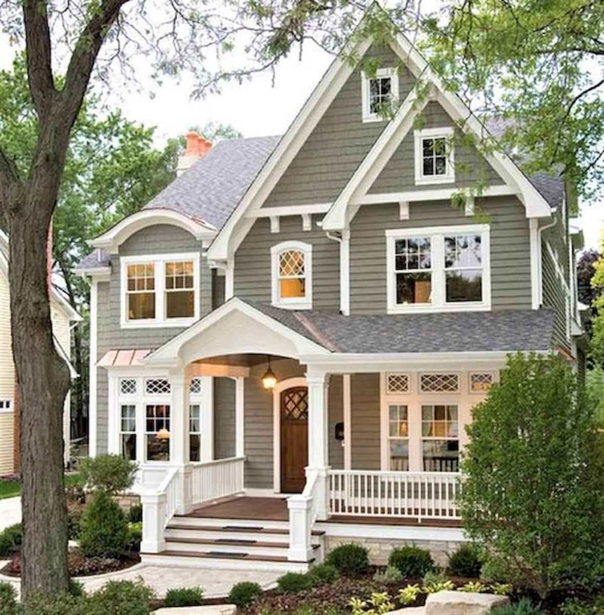 40 Stunning White Farmhouse Exterior Design Ideas (7)
