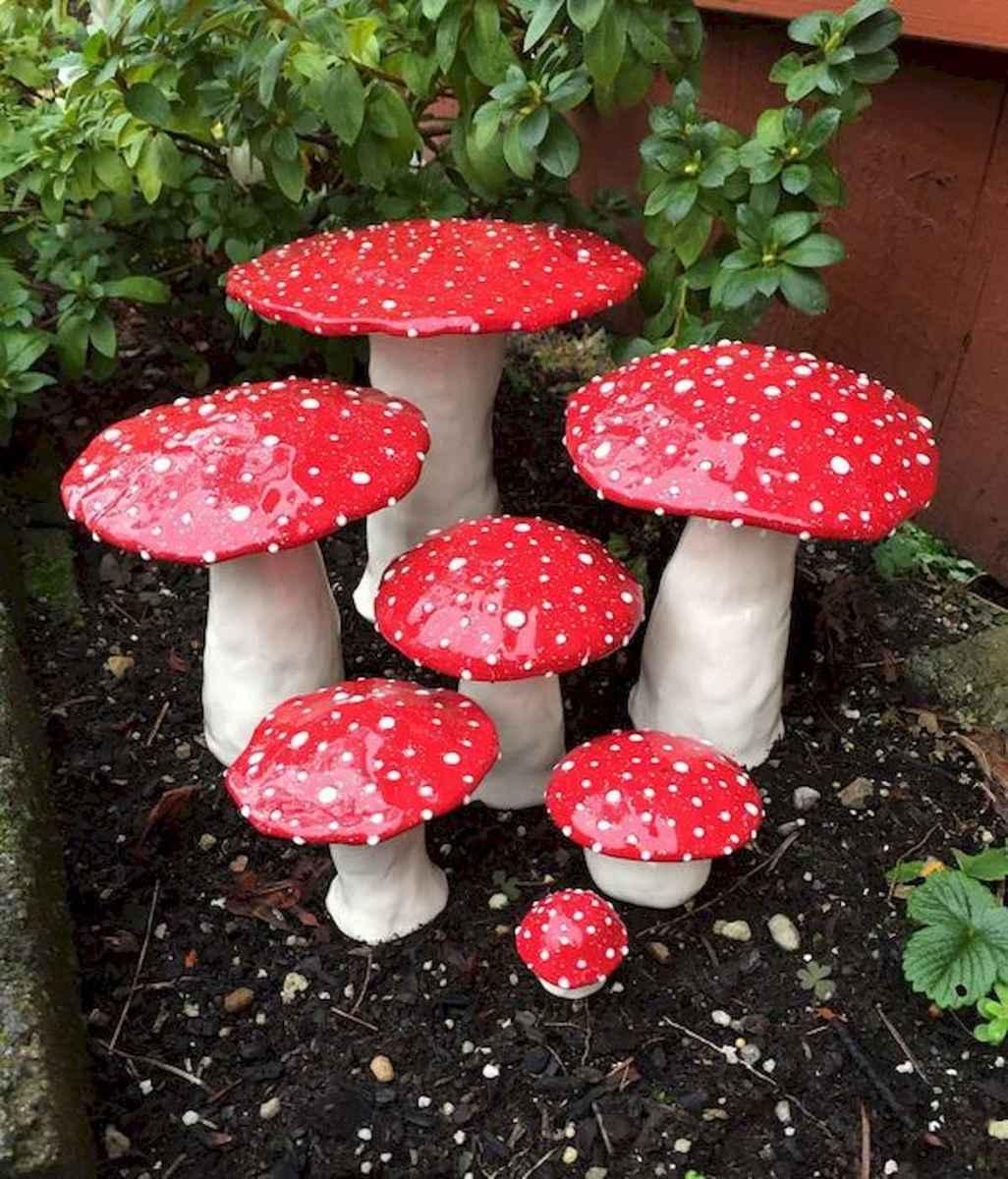 55 Creative Garden Art Mushrooms Design Ideas For Summer (13)