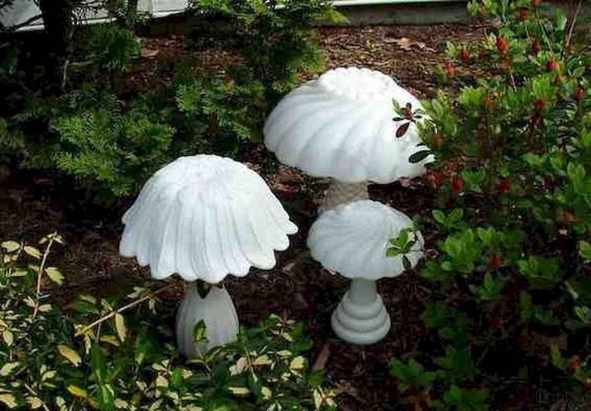 55 Creative Garden Art Mushrooms Design Ideas For Summer (18)