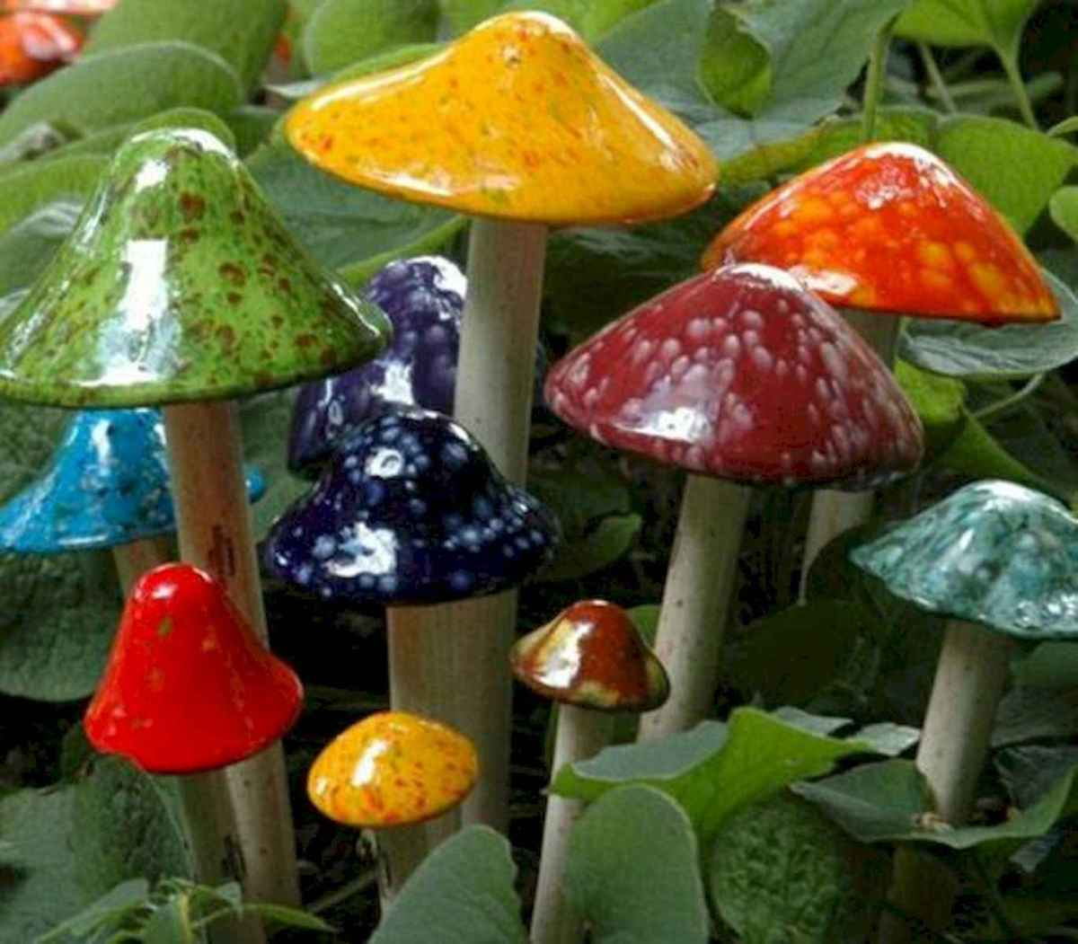 55 Creative Garden Art Mushrooms Design Ideas For Summer (32)