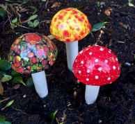 55 Creative Garden Art Mushrooms Design Ideas For Summer (43)