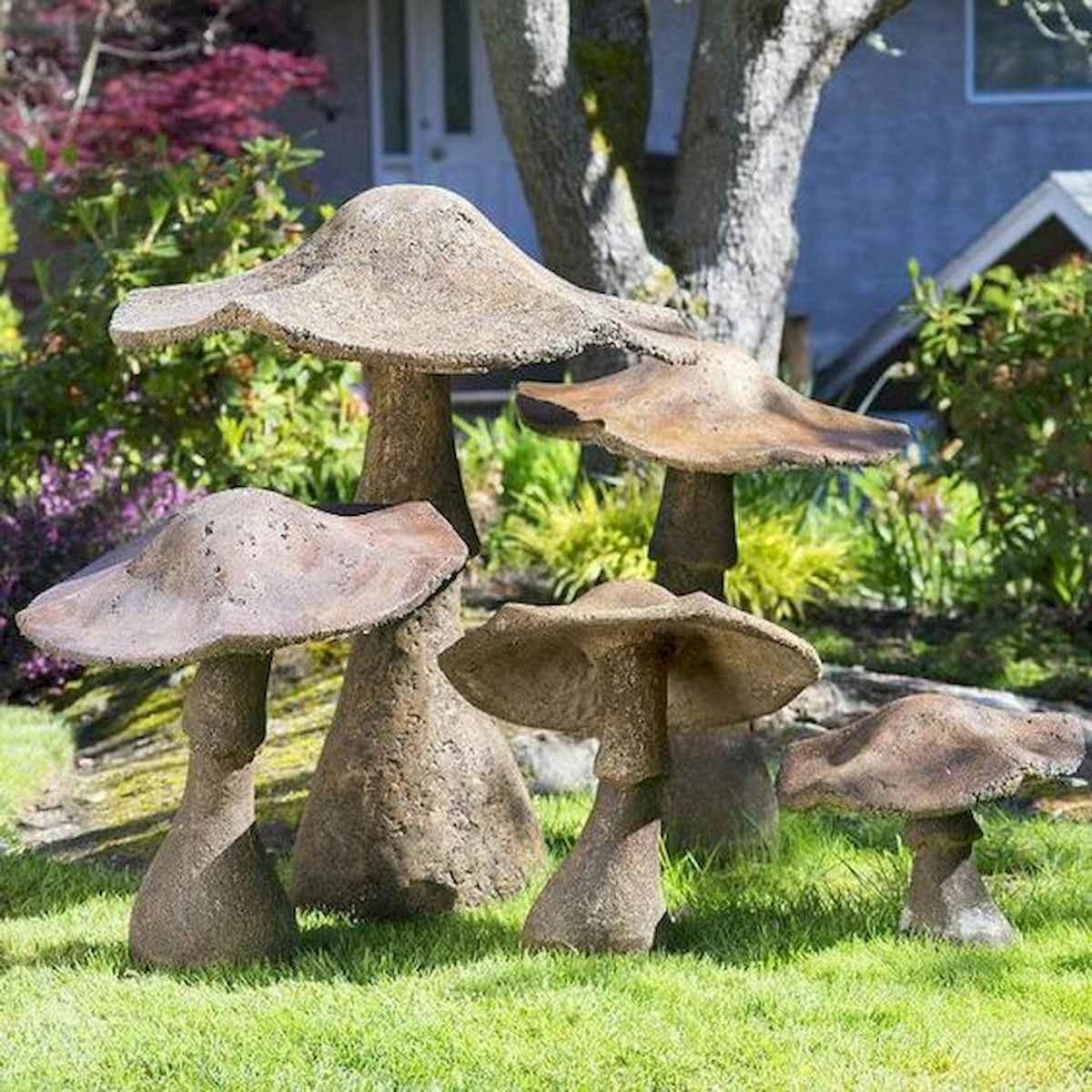 55 Creative Garden Art Mushrooms Design Ideas For Summer (46)