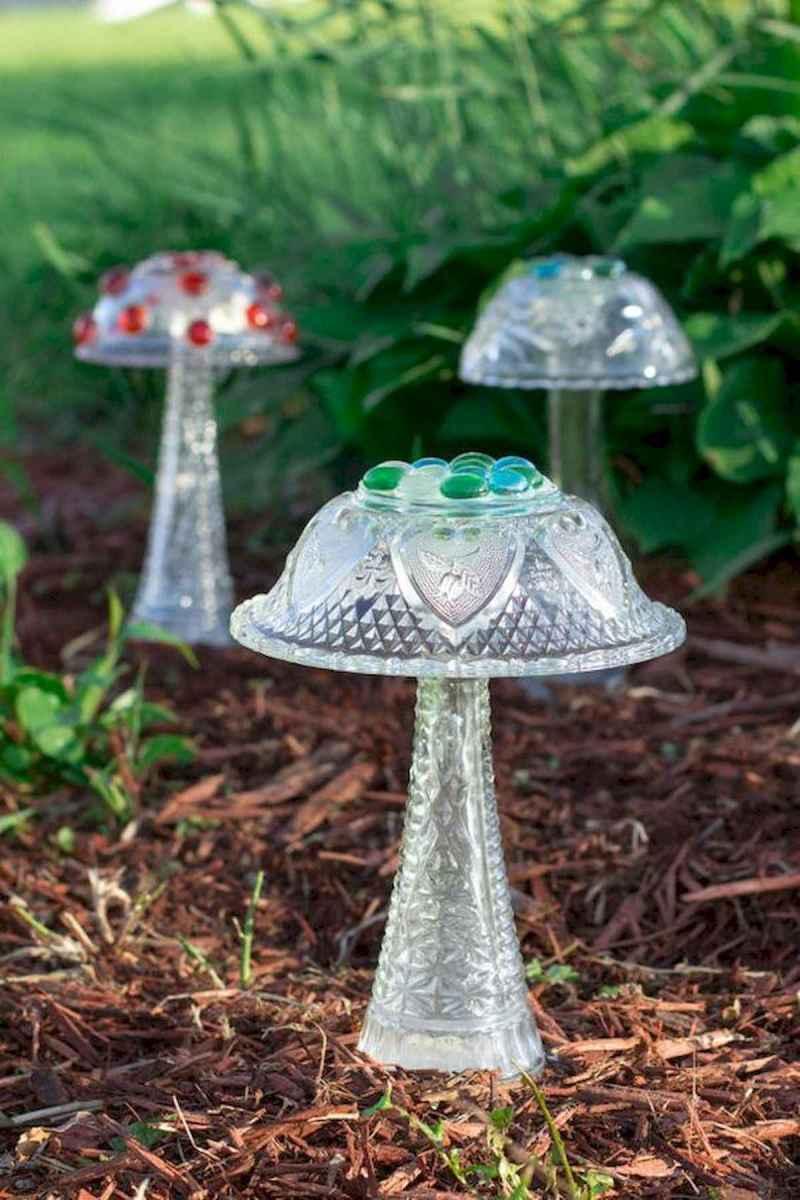 55 Creative Garden Art Mushrooms Design Ideas For Summer (8)