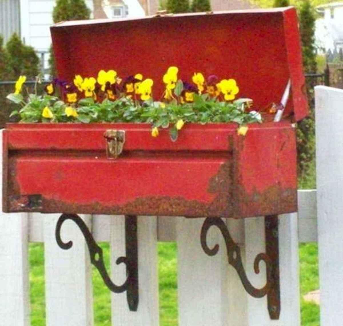 70 Creative and Inspiring Garden Art From Junk Design Ideas For Summer (29)