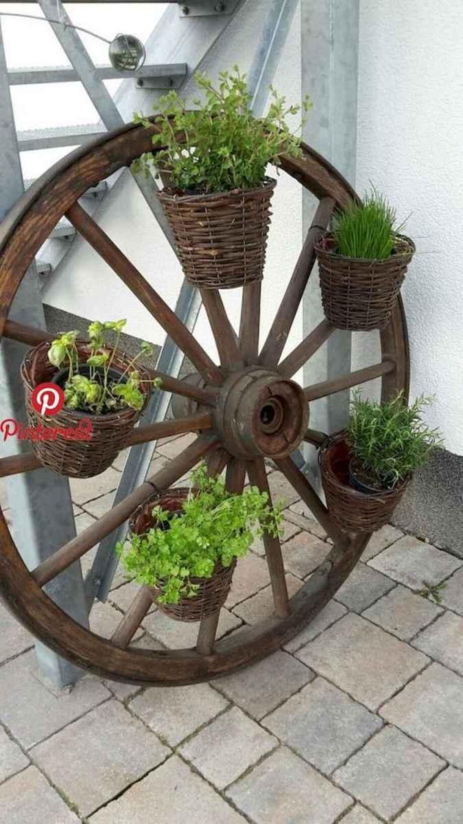 70 Creative and Inspiring Garden Art From Junk Design Ideas For Summer (64)