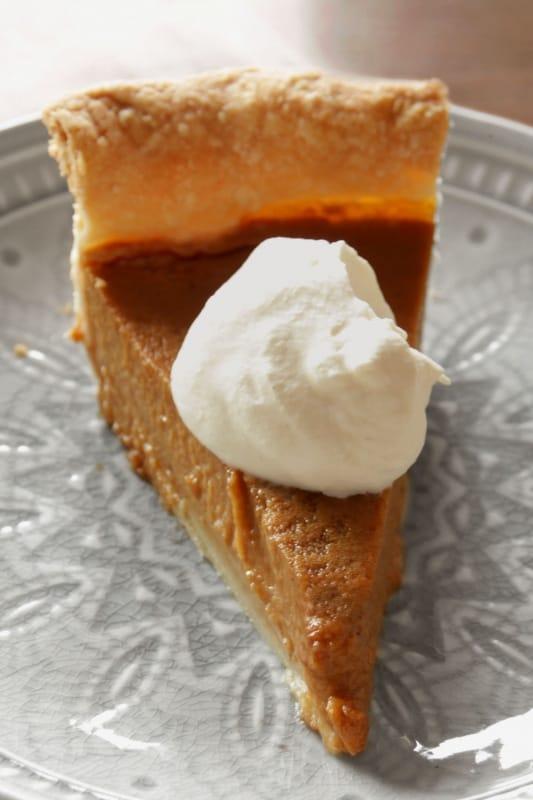 Chai Spiced Pumpkin Pie ~ Living on Cookies