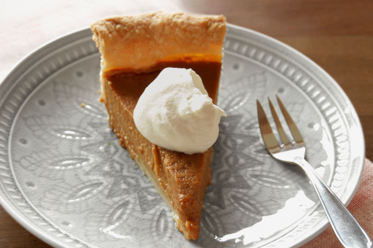 Chai Spiced Pumpkin Pie ~ Living on Cookies