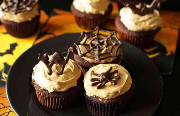 Schoko-Halloween-Cupcakes mit Peanut Butter Buttercreme