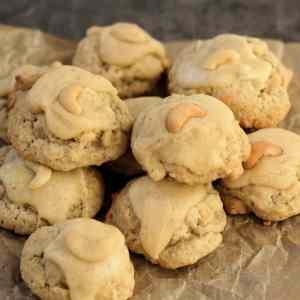 Cashew Cookies mit Glasur aus brauner Butter