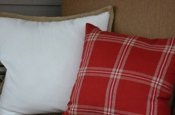 jute-and-plaid-pillows-800x529