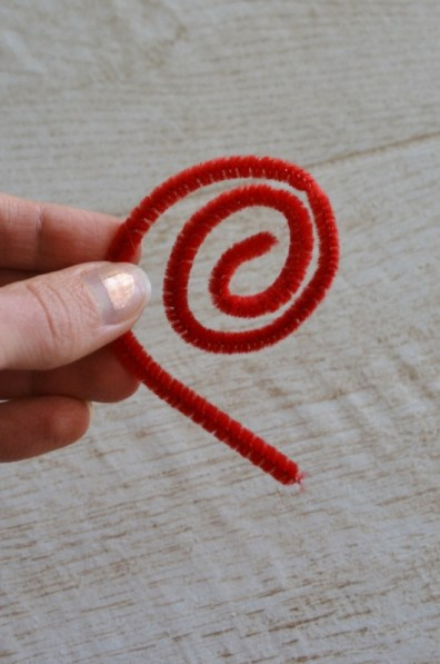 bend a pipe cleaner in a spiral