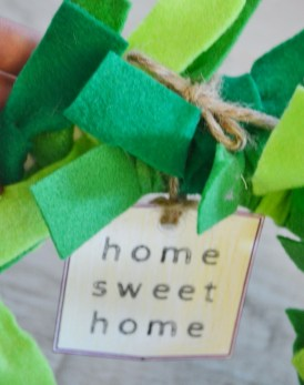 paper plate wreath craft - home sweet home tag (4)