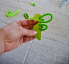seahorse sea dragon craft - pipe cleaners (5)