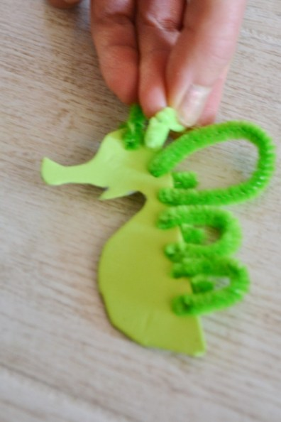 seahorse sea dragon craft - pipe cleaners (6)