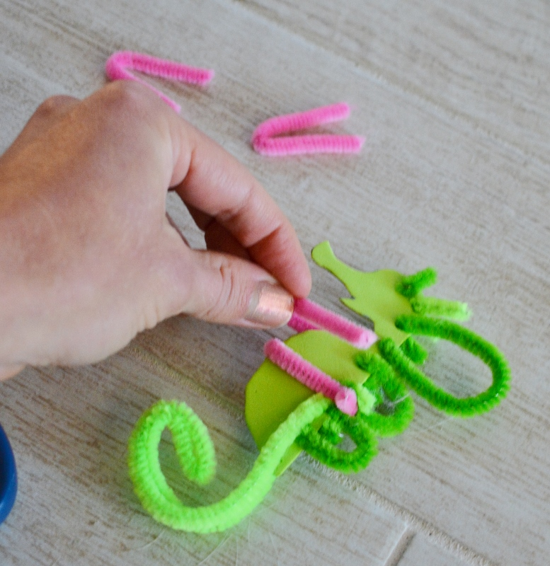 seahorse sea dragon craft - pipe cleaners (9)