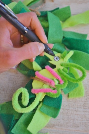 seahorse sea dragon craft - pipe cleaners and foam