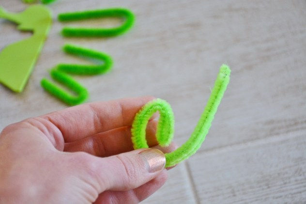 seahorse sea dragon craft - spiral pipe cleaner for tail