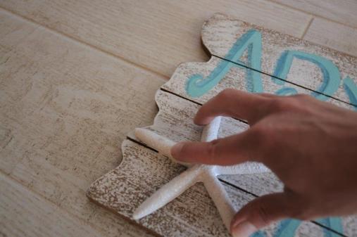 DIY Mermaid Sign - wood glue on starfish