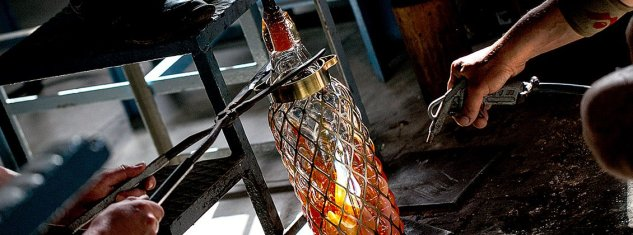 10 Things you should know about Malta. Going to Malta 10 things you should know. Image of glass being blown and made at Mdina Glass Workshop Malta