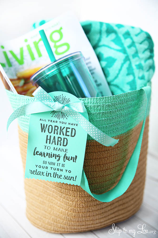 beach tote gift idea for teachers from Skip to My Lou