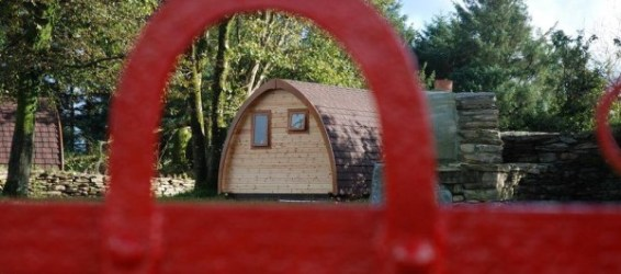 Pod Pairc pod seen through red gate
