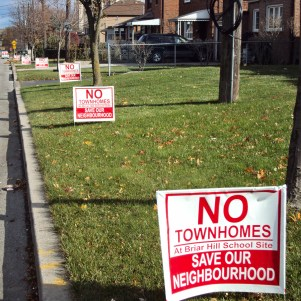 No Townhomes signs.