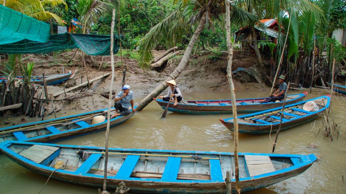 Cruising along the Mekong River 湄公河上暢遊