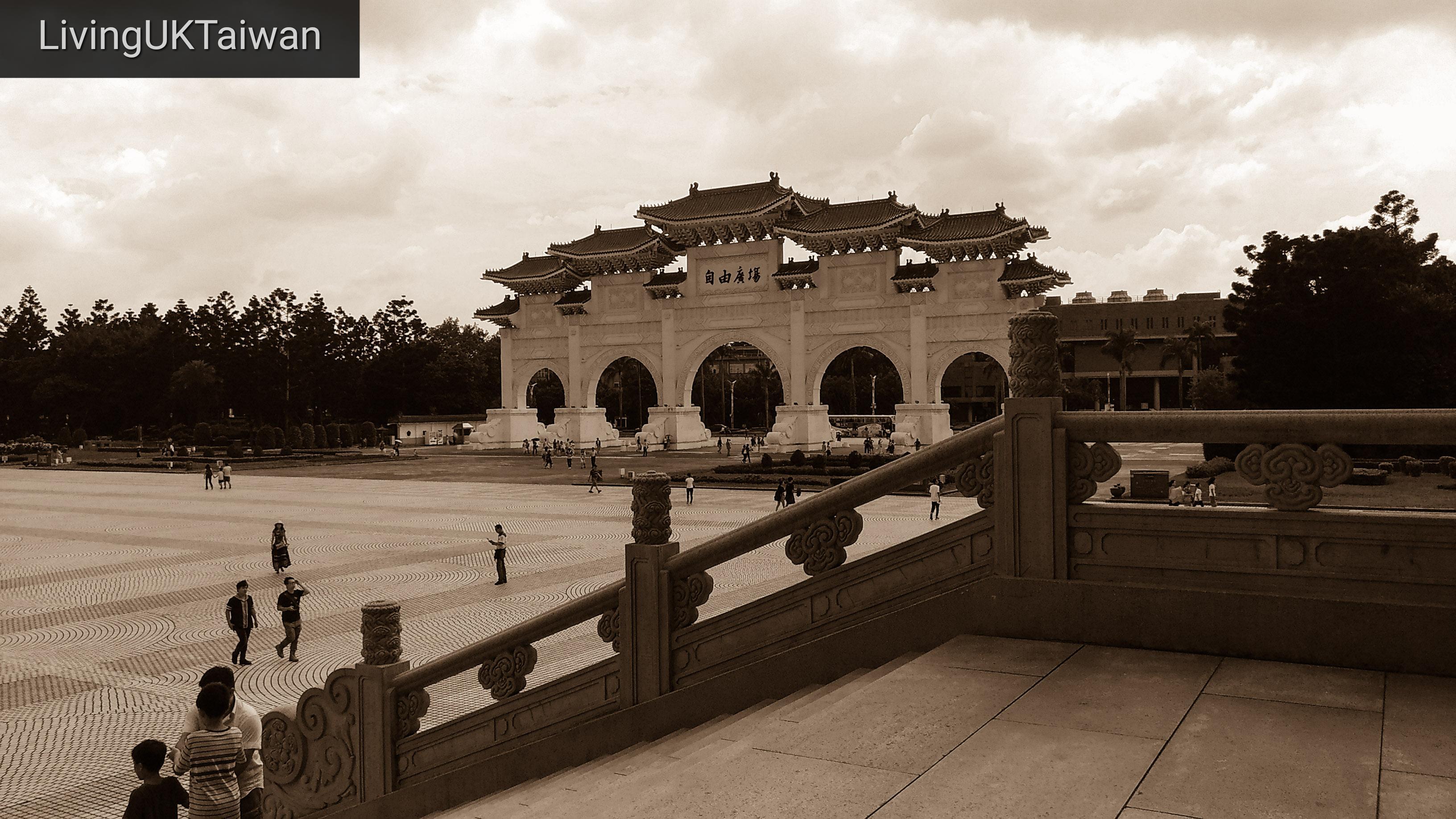 Tourist or local?  Visiting the Chiang Kei Shek Memorial