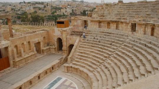 The moving columns from Jerash, Jordan 會移動的古建築
