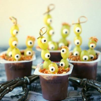 Trade in some of that sugar for a few healthier options this Halloween. Here's a list of 25+ Healthy Halloween Treats for kids that are both kid and mom-approved.