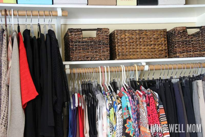 5 Simple Steps for Organizing Your Clothes Closet | How to take your closet from chaos to clutter-free without spending a ton of money. Plus tips for organizing seasonal clothing too.