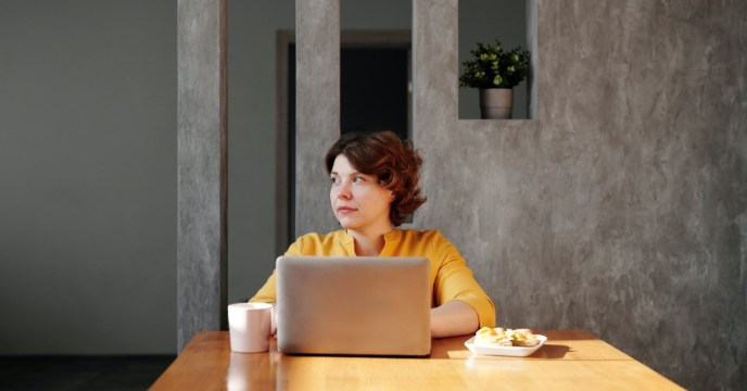 woman-seated-table-computer