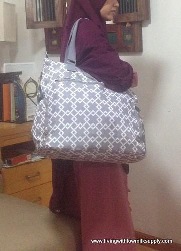 sarah-wells-lizzy-breast-pump-bag-shoulder-strap-2