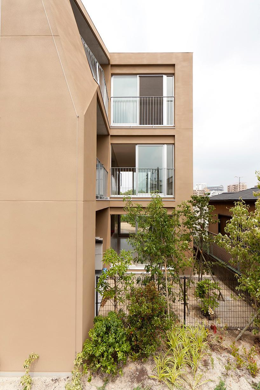 fukuoka apartment complex 03