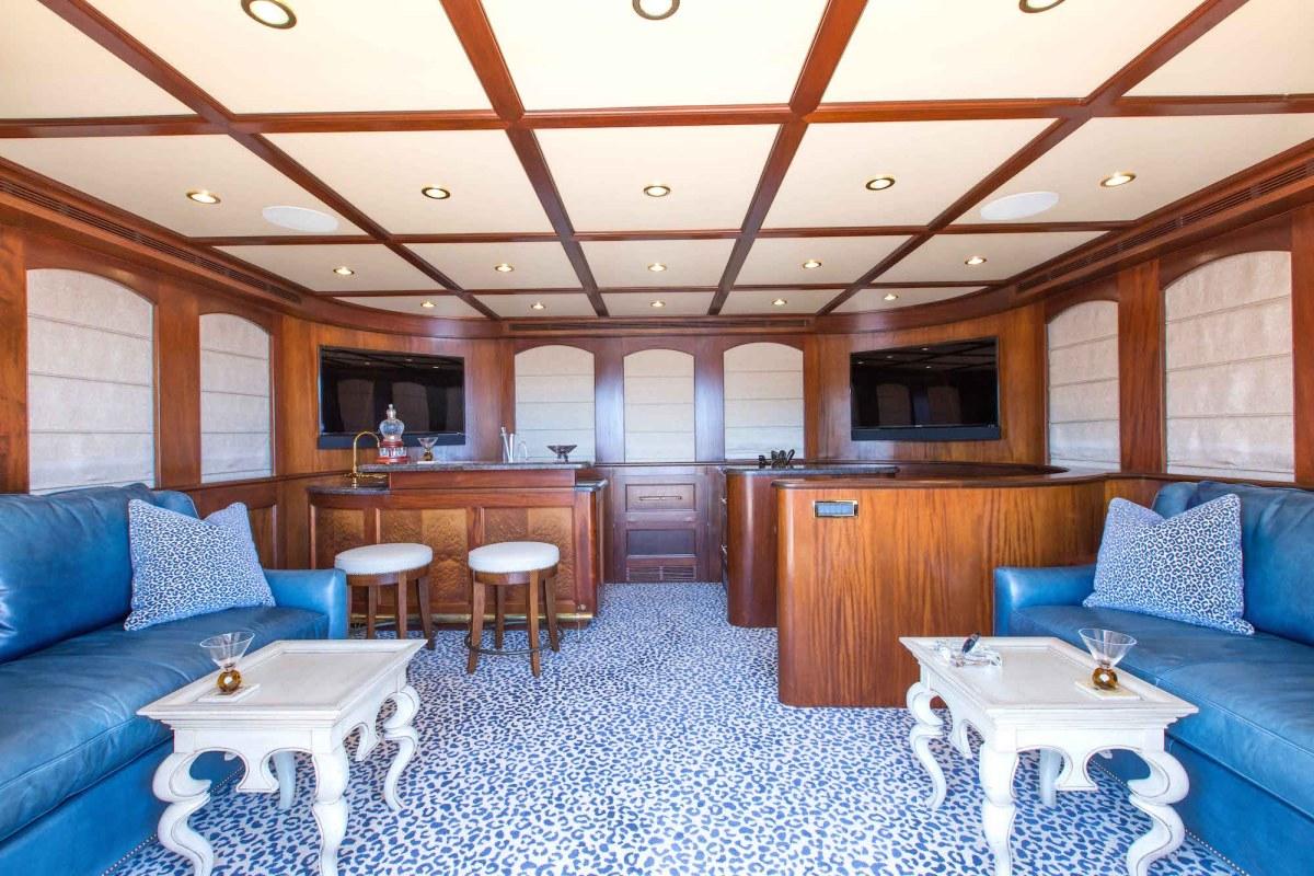 bread-yacht-interior-12-salon