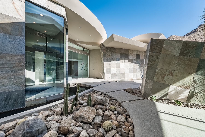 Take A Look Inside This Futuristic Curvilinear Desert