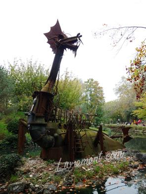 Dragon du parc Compans Caffarelli à Toulouse pris en photo en automne