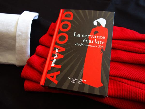 """Photographie du roman """"La servante écarlate"""" de Margaret Atwood que j'ai lu dans le cadre du défi Valériacr0"""