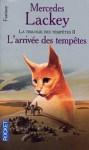 """Couverture du roman """"L'arrivée des tempêtes"""" écrit par Mercedes Lackey et publié aux éditions Pocket"""