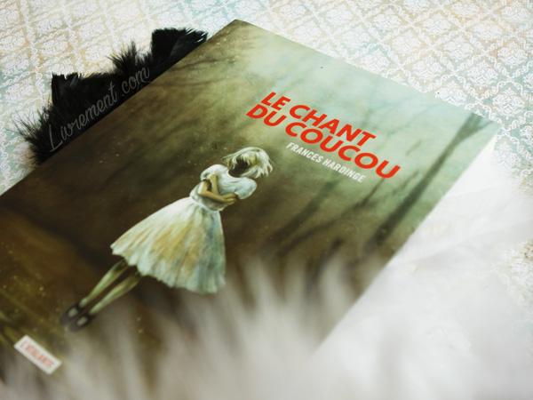 """""""Le chant du coucou"""" de Frances Hardinge est ma lecture dans le cadre du défi Valériacr0 d'octobre 2019"""