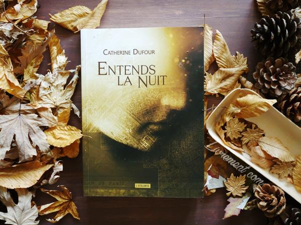 """Mise en scène dans un décor automnal du roman """"Entends la nuit"""" de Catherine Dufour"""