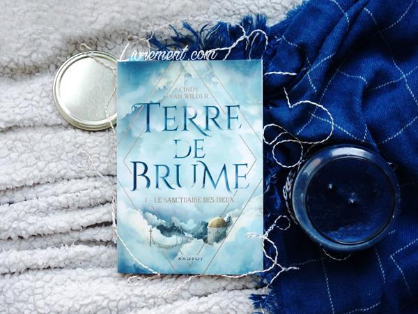 """Mise en scène du roman """"Terre de Brume"""" de Cindy Van Wilder"""