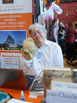 Portrait de Jean-Claude Dunyach avec le troll aux Aventuriales 2018