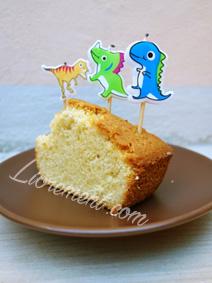 Gâteau au yaourt et bougies dinosaures