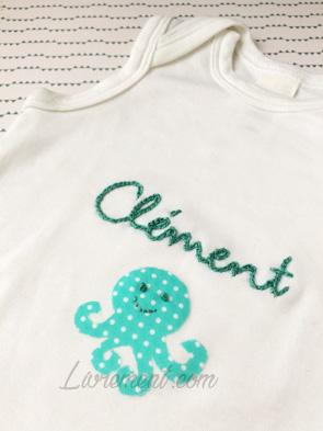 Broderie sur body : prénom Clément et petite pieuvre