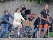 Emilia Clarke como Lou e Matthew lewis como Patrick