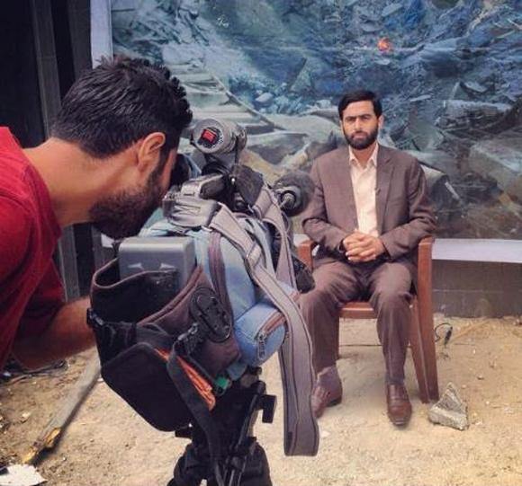 Pallywood, wie die Welt es liebt: Mushir al-Masri, Sprecher der Hamas, bei einer Inszenierung im Al-Shifa-Krankenhaus