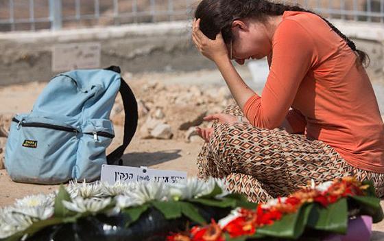 Trauer um Eitam und Naama Henkin, das von palästinensischen Terroristen bei Itamar ermordete Ehepaar, beim Begräbnis, Jerusalem, 2. Oktober 2015