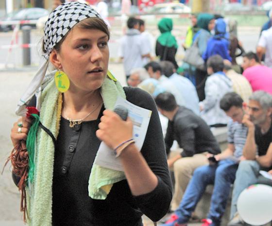 Maryam Grassmann auf der Al-Quds-Demonstration, Berlin, 11. Juli 2015 (© Fabian Weißbarth/AJC Berlin)