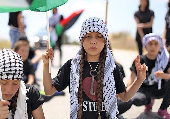 Janna Tamimi auf einer Demonstration in Nabi Saleh